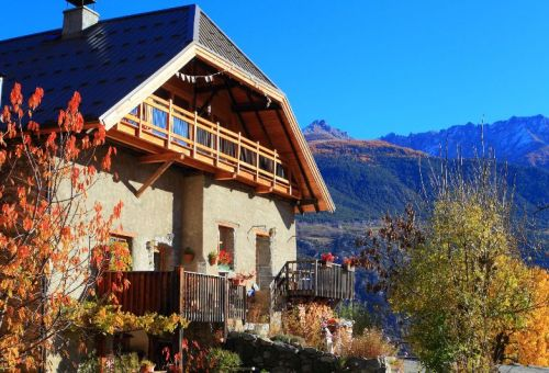 The typical mountain Cottage is located between the Regionalpark of Queyras and the Nationalpark of Ecrins